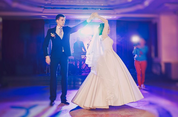 Happy couple dance at a reception